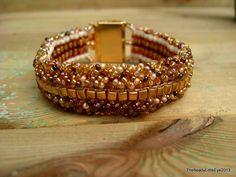 Handmade bracelet in golden grain colors €20,-, www.facebook.com/TheBeadyLittleEye
