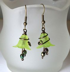 green wire wrapped flower earrings - love my lucite flower beads