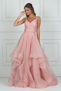 vestido longo rosa de babados Heavy Dresses, Team Bride, Dress To Impress, Beautiful Dresses, Your Style, Victoria, Party Dress, Prom Dresses, Gowns