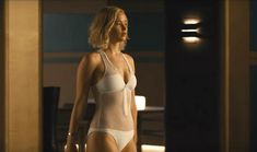 Passengers film: Jennifer Lawrence gets caught in a swimming pool . Le Style Jennifer Lawrence, Jennifer Lawrence Bikini, Jennifer Lawrence Movies, Jenifer Aniston, Passengers Film, Jenifer Lawrens, Jennifer Laurence, Actrices Hollywood, Chris Pratt