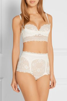 6062dde81e White macramé lace Lined at base Zip fastening along side polyamide