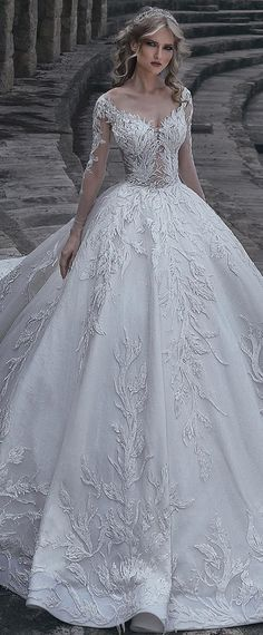 Gorgeous Tulle & Lace V-neck Neckline Ball Gown Wedding Dress With Lace Appliques & Beadings STYLE NO.WWD12049