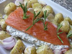 salmon with herbs and creme fraiche Fish And Meat, Fish And Seafood, Shellfish Recipes, Seafood Recipes, Dinner Recipes, Clean Recipes, Cooking Recipes, Healthy Recipes, Fish Dishes