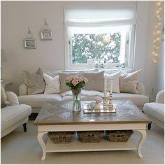 Så romantisk og vakkert hos @husetpaadrengsrud  med #parissalongbord130 fra @classicliving  #interiør #interior #vakrehjemoginteriør #vakrehjem #vakrerom #livingroominspo #classicliving