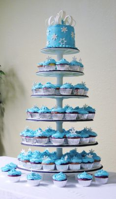 I Just Love This White And Silver Winter Wedding Cupcakes The Cupcake With Rose Decorated On Top While One Fantasti