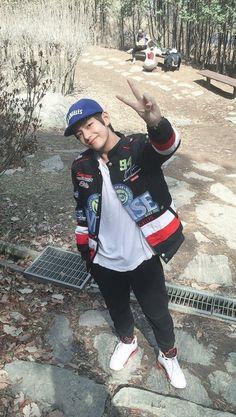Paternity (Kim Taehyung [V]) Daegu, Suga Rap, Bts Bangtan Boy, Foto Bts, Bts Boyfriend, Les Aliens, Bts Kim, Bts Predebut, V Bts Wallpaper