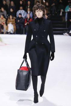 The complete Balenciaga Fall 2018 Ready-to-Wear fashion show now on Vogue Runway.