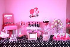 Hoy te traigo una linda decoración de fiestas infantiles de Barbie , la muñeca preferida de tus niñas. Barbie  es una muñeca fabricada por ...