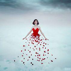 A fotografia surreal e fashion com belas modelos de Svetlana Belyaeva Conceptual Photography, Photography Women, Photoshop, Portraits, New Years Sales, Girls Dpz, Red Fashion, Red Flowers, Painting Inspiration
