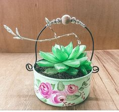 Tin Can Crafts, Metal Crafts, Recycled Crafts, Easy Crafts, Diy And Crafts, Succulent Planter Diy, Diy Planters, Recycle Cans, Shabby Chic Crafts