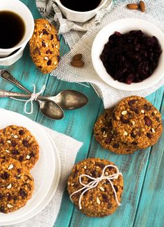Cranberry Almond Breakfast Cookies {GF, Vegetarian, Naturally Sweetened} - Food Faith Fitness would have to switch out the oats! Healthy Sweets, Healthy Breakfast Recipes, Brunch Recipes, Healthy Snacks, Healthy Cookies, Breakfast Options, Cranberry Cookies, Cranberry Almond, Cranberry Sauce