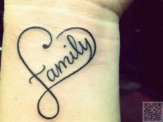 40 Powerful One Word Tattoo Ideas Tatouage de poignet de coeur de famille Love this one !