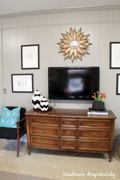 hang tv with frames surrounding