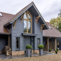 Be inspired by this elegant yet rustic Oxfordshire new-build barn conversion – HomeDivvy – Home Ideas Barn Conversion Exterior, Bungalow Conversion, Barn House Conversion, Barn Conversions, House Cladding, Exterior Cladding, Oak Frame House, Barn House Plans, Pole Barn Homes