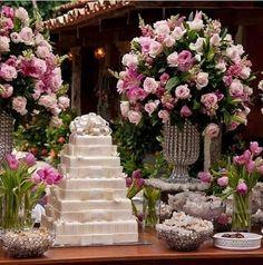 A decoração com flores dão a cara da festa e deixa  tudo ficar muito mais especial e harmonioso♡