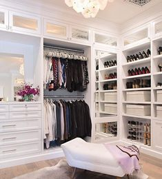 Walk In Closet Ideas - Trying to find some fresh ideas to renovate your closet? Visit our gallery of leading luxury walk in closet design ideas and photos. Walk In Closet Small, Walk In Closet Design, Bedroom Closet Design, Master Bedroom Closet, Closet Designs, Design Room, Luxury Master Bedroom, Closet Ideas For Small Spaces, Master Bedroom Design