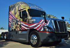 Xpress fleet handed three solo drivers and three teams — all with military veterans among them — the keys to six patriotically decorated trucks at an event at Chattanooga headq… Show Trucks, Big Rig Trucks, Custom Big Rigs, Custom Trucks, Quito, Pride Of America, Old Pickup Trucks, Chevy Trucks, Freightliner Trucks
