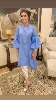 Simple Pakistani Dresses, Pakistani Fashion Casual, Pakistani Dress Design, Pakistani Outfits, Pakistani Bridal, Bollywood Fashion, Stylish Dresses For Girls, Stylish Dress Designs, Simple Dresses