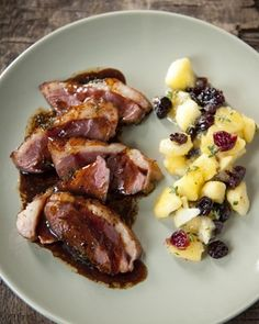 Gebakken eendenborst met appel-cranberrycompote, zwarte peper en citroentijm - met Granny Smith OER-fruit