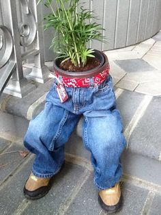 Jeans planter-not my style, but it made me smile