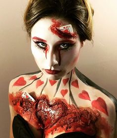 Queen of Hearts Makeup. Are you looking for the most scary Halloween makeup Halloween costume diy ideas to look the best at the party? See our photo collage to pick the one that fits the costume.