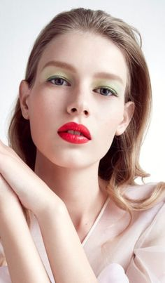 Dior minty shadow and red lips