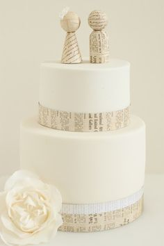Now here's a use for newsprint I hadn't thought of! Wedding cakes.