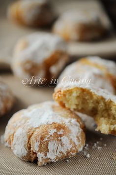Amaretti quick and easy recipe biscuits vickyart art in the kitchen 13 Desserts, Italian Desserts, Cookie Desserts, Cookie Recipes, Dessert Recipes, Biscotti Cookies, Almond Cookies, Sweet Cooking, Torte Cake