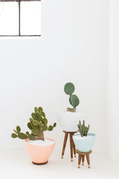 DIY midcentury modern planters. Just add a cactus to these planters for that modern southwestern decor look - Do It Yourself Home Decor - sugarandcloth.com