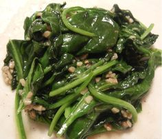 Garlic Sautéed Spinach by urbansacredgarden: Healthy and satisfying, this cooks up quickly with a little garlic, olive oil and a squeeze of lemon. I LOVE SPINACH Side Dish Recipes, Vegetable Recipes, Vegetarian Recipes, Cooking Recipes, Healthy Recipes, Cooking Tips, Salada Light, Sauteed Spinach, Garlic Spinach