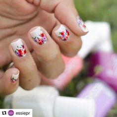 Instagram photo by adelislebron - #Repost @essiepr with @repostapp ・・・ 📢GiveAway Alert📢 😱😱¡Participa para ganarte un #nailart hecho por nuestra #essienailartist @adelislebron 😱😱😱😱😱😱! Dale #repost en tu cuenta de #instagram a esta foto con el hashtag #essieprfans (tu cuenta tiene que estar 'public' para poder ver la foto). Go!!! 💅 #dosomethingniceday #essielove #essienailartist #flowers #nails2inspire