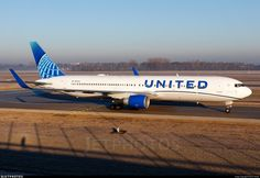 Photo of - Boeing - United Airlines Domestic Airlines, Luxury Jets, Brand Stickers, Air Photo, Boeing 747 200, Airline Flights, Commercial Aircraft, United Airlines, Planes