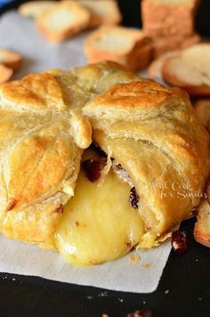 This is one of my favorite appetizers. Eat it with sliced apples and pears. Cranberry Maple Baked Brie for Progressive Dinner Baked Brie Recipes, Cheese Recipes, Cooking Recipes, Yummy Appetizers, Appetizers For Party, Appetizer Recipes, Thanksgiving Appetizers, Thanksgiving Table, Baked Brie Appetizer