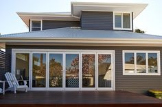 Roof and fascia Timber Cladding, Timber Flooring, Hamptons House, The Hamptons, Weatherboard Exterior, Contemporary Beach House, Beach Kitchens, Hampton Style, Facade House