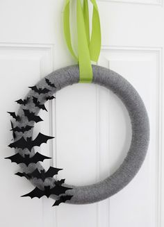 Halloween-Wreath-Gray-Yarn-and-Bat.jpg 461×640 pixels