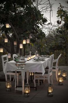 Backyard lanterns - so simple & beautiful. Seems like I'm in the mood for a party/dinner with a few friends obviously enjoying great company, food & wine in candle & latern light! Outdoor Dining, Outdoor Spaces, Outdoor Decor, House By The Sea, Al Fresco Dining, Deco Table, Interior Exterior, Outdoor Entertaining, Garden Inspiration