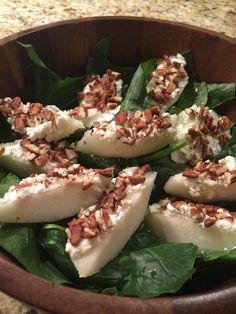 Ensalada de espinaca con pera, queso de cabra y nuez