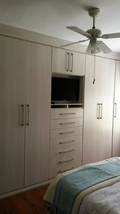 Build in Cupboard: classic Bedroom by SCD Kitchens
