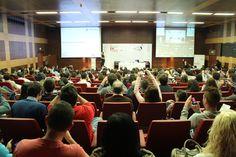 Perspectiva de las fotografías al tweet del juego propuesto en la Jornada de Tendencias del Nuevo Consumidor en el Día de la Persona Emprendedora de la Comunidad Valenciana en Feria Valencia