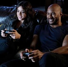 Photos - Agents of SHIELD - Season 3 - Promotional Episode Photos - Episode - A Wanted (Inhu)man - Man Movies, Comic Movies, Comic Books, Superhero Movies, Agents Of Shield Seasons, Marvels Agents Of Shield, Shield Cast, Marvel Comic Universe, Marvel Comics