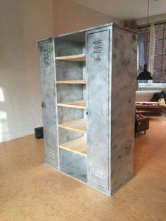 kleiderschrank im industrial stil aus metall und mangoholz massiv industrial armoires and. Black Bedroom Furniture Sets. Home Design Ideas