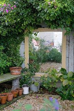 Fascinating Garden Mirrors Ideas - MORFLORA Small garden idea: Flesh out the lo. - Fascinating Garden Mirrors Ideas – MORFLORA Small garden idea: Flesh out the loveliness of your - Small Courtyard Gardens, Small Courtyards, Small Gardens, Outdoor Gardens, Small Garden Design, Patio Design, Tiny Garden Ideas, Diy Garden, Garden Pots