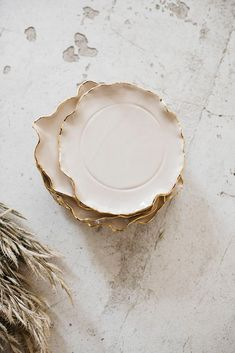 Pretty plates with imperfections. Ceramic Clay, Ceramic Plates, Diy Clay, Clay Crafts, Pottery Mugs, Ceramic Pottery, Keramik Design, Clay Bowl, Pottery Sculpture