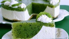Ingredients for the recipe Kiwi cake For the springform (Ø 26 cm): a bit of grease Baking paper Pastry dough: 125 g We … No Bake Desserts, Dessert Recipes, Baking Recipes, Cookie Recipes, Baking Pan, Kiwi Cake, Summer Cakes, Sweet Cakes, Cookies Et Biscuits