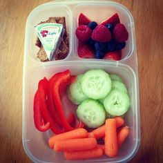 Fresh & colorful! #EasyLunchboxes Purchase EasyLunchbox containers HERE: http://www.easylunchboxes.com/