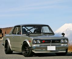 Nissan Skyline GTR - isnt she gorgeous!!!!!
