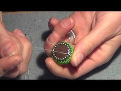 "Tutorial anello ""Lava"" incastonatura sfera Beaded Jewelry Patterns, Beading Patterns, Lava, Ring Tutorial, Bead Jewellery, Beaded Rings, Jewelry Tags, Jewelry Ideas, Bead Earrings"