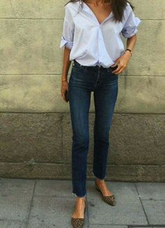 30 Beautiful Jeans Outfit Trends for Women - Kleider - Outfits Fashion Mode, Office Fashion, Work Fashion, Elise Fashion, Fashion Stores, Fashion Trends, Luxury Fashion, Womens Fashion, Fashion Tips