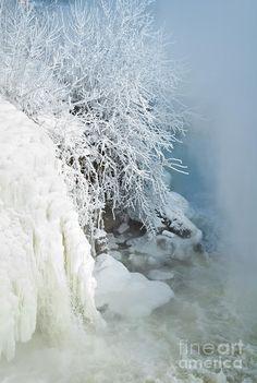 ✯ Frozen Falls