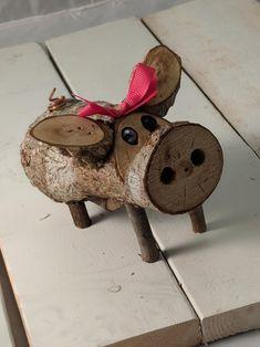Wood Log Crafts, Wood Slice Crafts, Christmas Wood Crafts, Diy Wood Projects, Holiday Crafts, Christmas Signs, Vinyl Projects, Pig Crafts, Cork Crafts